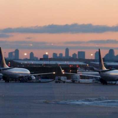 Bild: Flugzeuge am Flughafen Newark bei New York, über dts Nachrichtenagentur
