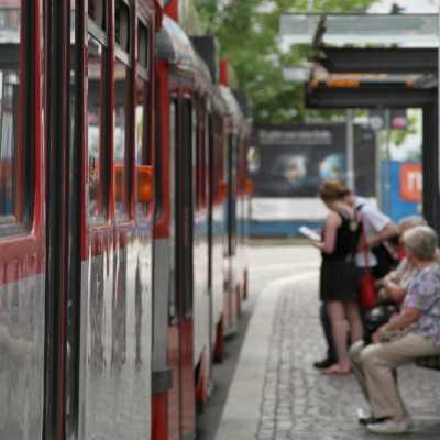 Bild: Straßenbahnhaltestelle, über dts Nachrichtenagentur