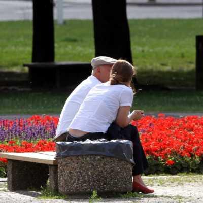 Bild: Alter Mann und junge Frau, über dts Nachrichtenagentur
