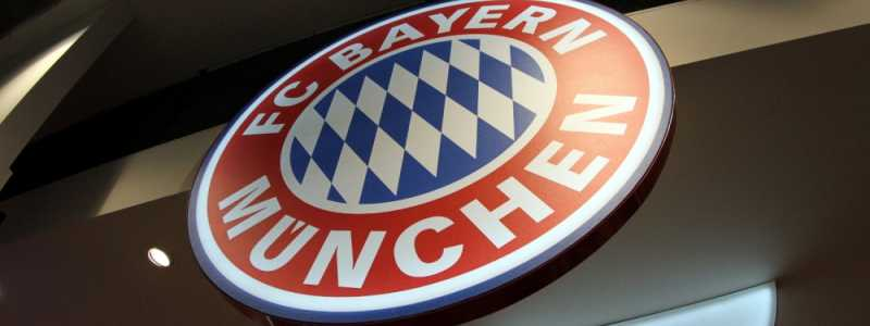 Bild: Logo des FC Bayern München in einem Fanshop, über dts Nachrichtenagentur