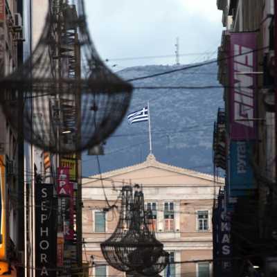 Bild: Einkaufsstraße in Athen mit Griechischem Parlament, über dts Nachrichtenagentur