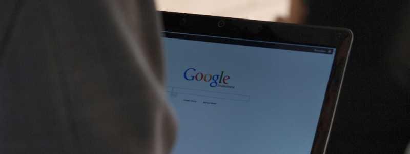 Bild: Google-Nutzer am Computer, über dts Nachrichtenagentur