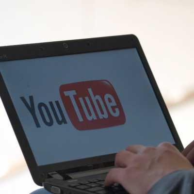 Bild: Youtube-Nutzer am Computer, über dts Nachrichtenagentur
