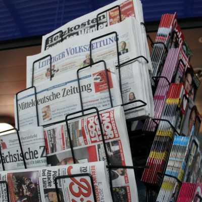 Bild: Zeitungen und Zeitschriften an einem Kiosk, über dts Nachrichtenagentur
