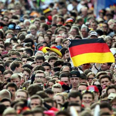 Bild: Fußballfans auf der Berliner Fanmeile am 26.06.2014, über dts Nachrichtenagentur