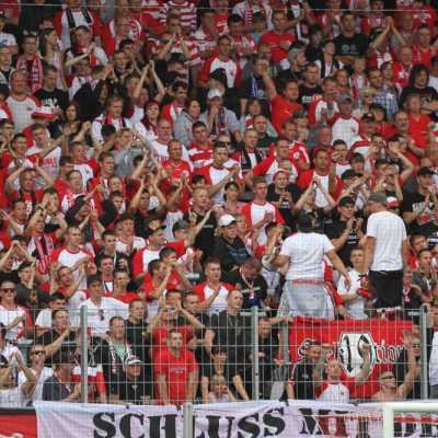 Bild: Fans im Fußballstadion, über dts Nachrichtenagentur