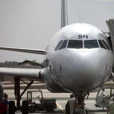 Bild: Flugzeug mit Passagieren auf dem Rollfeld, über dts Nachrichtenagentur