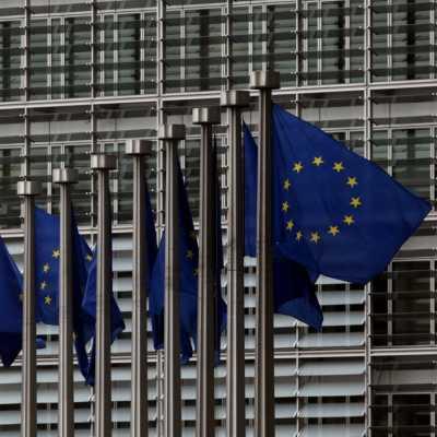 Bild: EU-Fahnen, über dts Nachrichtenagentur
