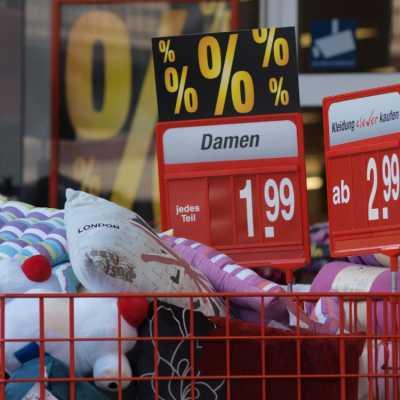 Bild: Sonderangebote in einem Supermarkt, über dts Nachrichtenagentur