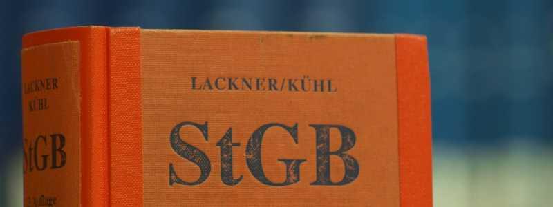 Bild: Das Strafgesetzbuch in einer Bibliothek, über dts Nachrichtenagentur