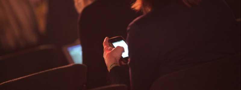 Bild: Geschäftsfrauen mit Smartphone, über dts Nachrichtenagentur