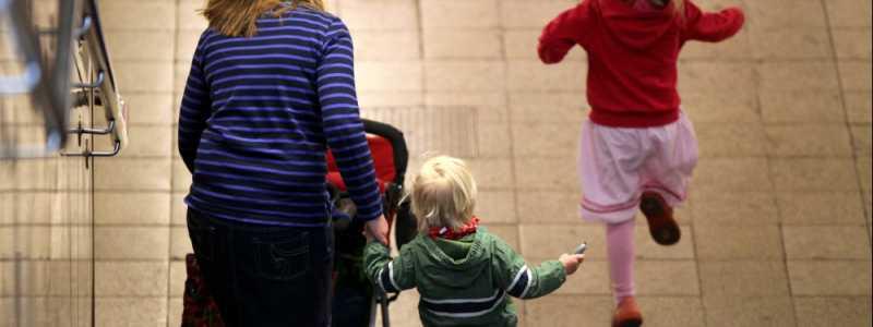 Bild: Mutter mit zwei Kindern, über dts Nachrichtenagentur