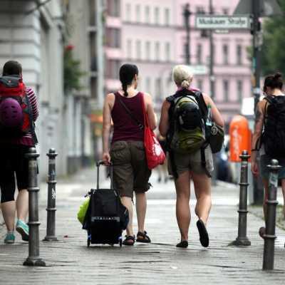 Bild: Touristen in Berlin-Kreuzberg, über dts Nachrichtenagentur
