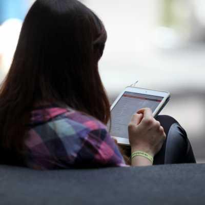 Bild: Frau mit Tablet, über dts Nachrichtenagentur