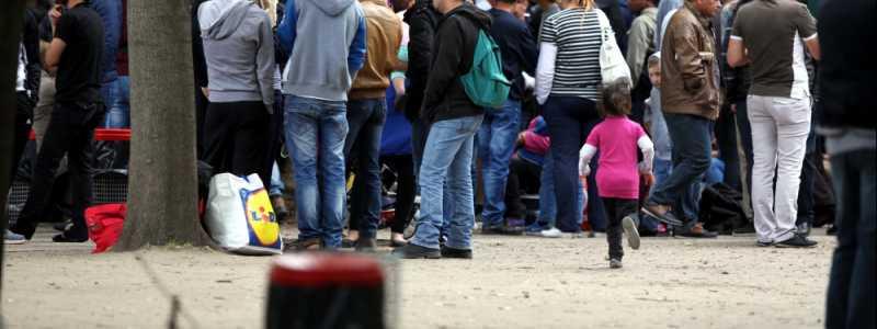 Bild: Flüchtlinge an einer Aufnahmestelle, über dts Nachrichtenagentur