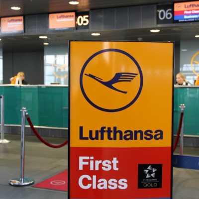 Bild: Lufthansa-Check-in-Schalter am Flughafen, über dts Nachrichtenagentur