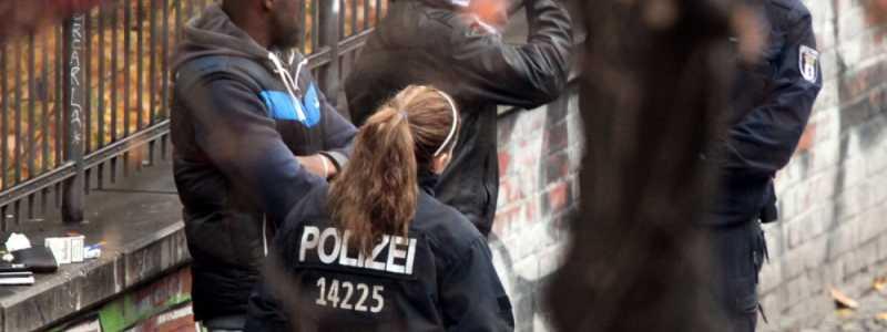 Bild: Polizei kontrolliert Drogendealer, über dts Nachrichtenagentur