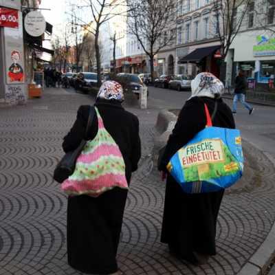 Bild: Zwei Frauen mit Kopftuch in Berlin-Kreuzberg, über dts Nachrichtenagentur