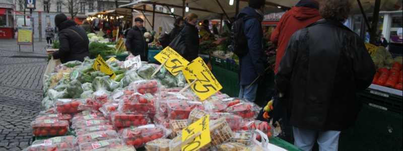 Bild: Obst und Gemüse auf einem Marktstand, über dts Nachrichtenagentur