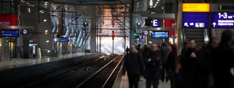 Bild: Reisende bei der Bahn, über dts Nachrichtenagentur