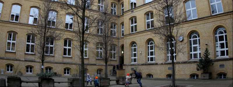 Bild: Kinder spielen auf einem Schulhof, über dts Nachrichtenagentur