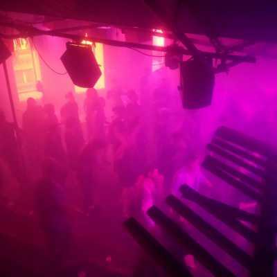 Bild: Tanzende in einem Techno-Club, über dts Nachrichtenagentur