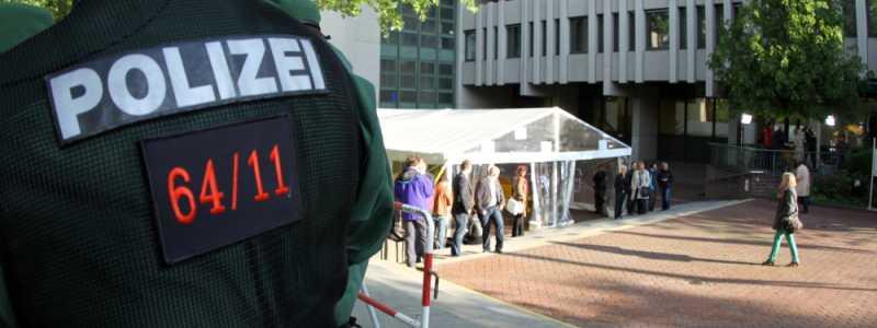 Bild: Polizist beim NSU-Prozess vor dem Strafjustizzentrum München, über dts Nachrichtenagentur