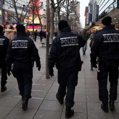 Bild: Polizei in einer Fußgängerzone, über dts Nachrichtenagentur