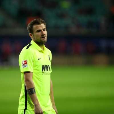Bild: Daniel Baier (FC Augsburg), über dts Nachrichtenagentur