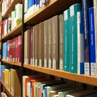 Bild: Bücher in einer Bibliothek, über dts Nachrichtenagentur