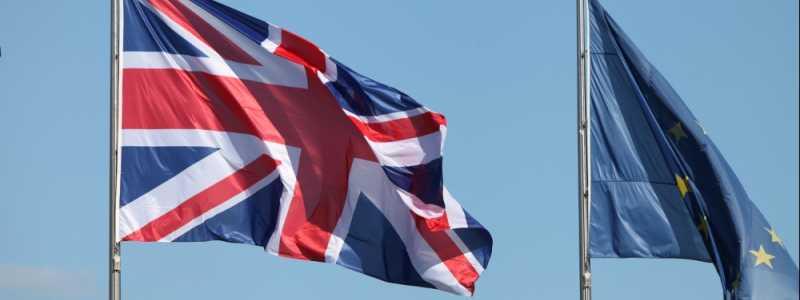 Bild: Fahnen von EU und Großbritannien, über dts Nachrichtenagentur