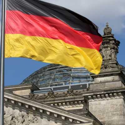 Bild: Deutschlandfahne über dem Reichstagsgebäude, über dts Nachrichtenagentur