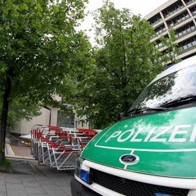Bild: Absperrgitter und Polizei vor dem Strafjustizzentrum München, über dts Nachrichtenagentur