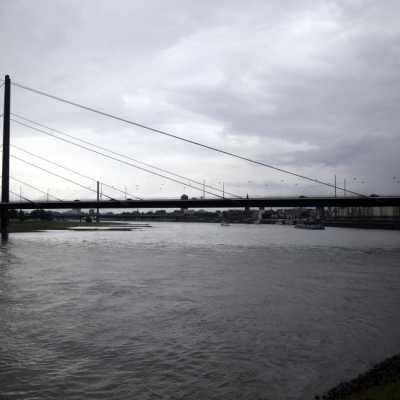 Bild: Rheinkniebrücke am Rhein bei Düsseldorf, über dts Nachrichtenagentur
