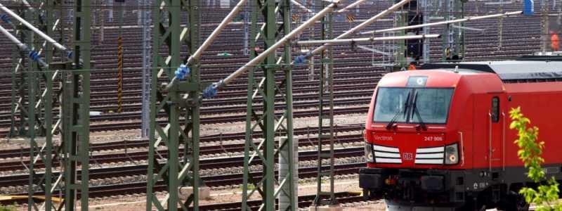 Bild: Lok auf Gleisanlage, über dts Nachrichtenagentur