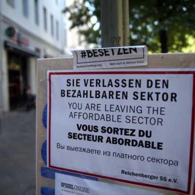 Bild: Plakat von Gentrifizierungsgegnern in Berlin, über dts Nachrichtenagentur