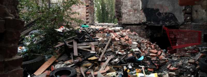 Bild: Müll in einer Ruine, über dts Nachrichtenagentur