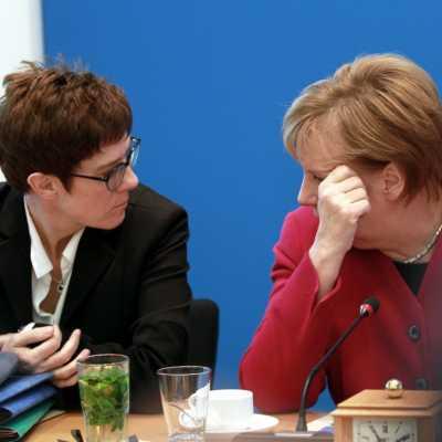 Bild: Annegret Kramp-Karrenbauer und Angela Merkel am 29.10.2018, über dts Nachrichtenagentur