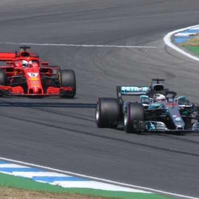 Bild: Formel-1-Rennauto von Ferrari und Mercedes, über dts Nachrichtenagentur