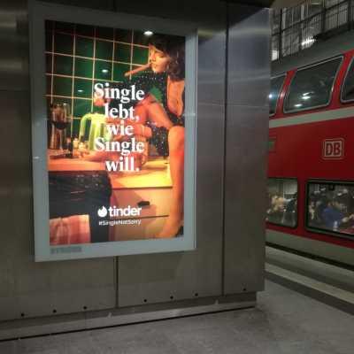Bild: Tinder-Werbung, über dts Nachrichtenagentur