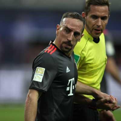 Bild: Franck Ribéry (FC Bayern) und Tobias Stieler, über dts Nachrichtenagentur