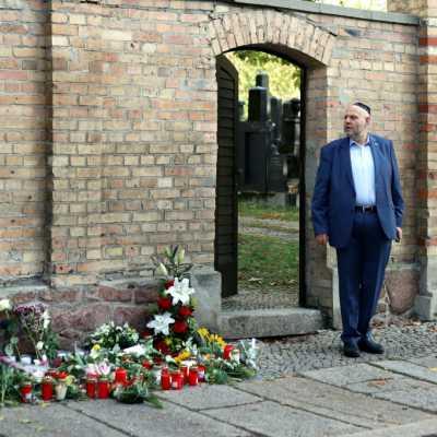 Bild: Max Privorozki vor Synagoge in Halle nach Anschlag, über dts Nachrichtenagentur