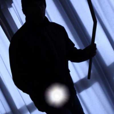 Bild: Einbrecher, iStockphoto.com / sculpies