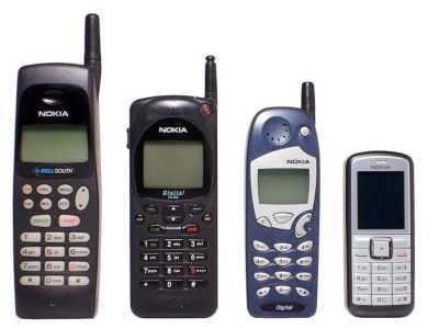 Innerhalb von nur wenigen Jahren entwickelten sich die Geräte immer mehr zu nutzerfreundlichen und handlicheren Mobilfunktelefonen.