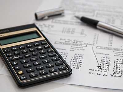 Steuererklärung und Buchhaltung eines Unternehmens sind komplex: hier kann ein Steuerberater Sie unterstützen.