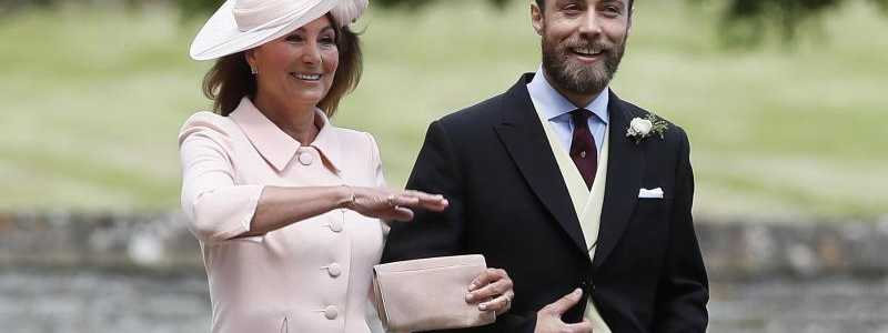 Mutter Carole Middleton mit Sohn James - Foto: Kirsty Wigglesworth/AP POOL/dpa